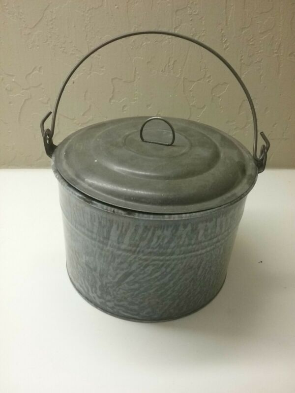 GRAY GRANNITEWARE BERRY BUCKET WITH LID NICE
