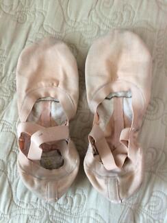 Ballet shoe Bloch canvas split sole size 3B