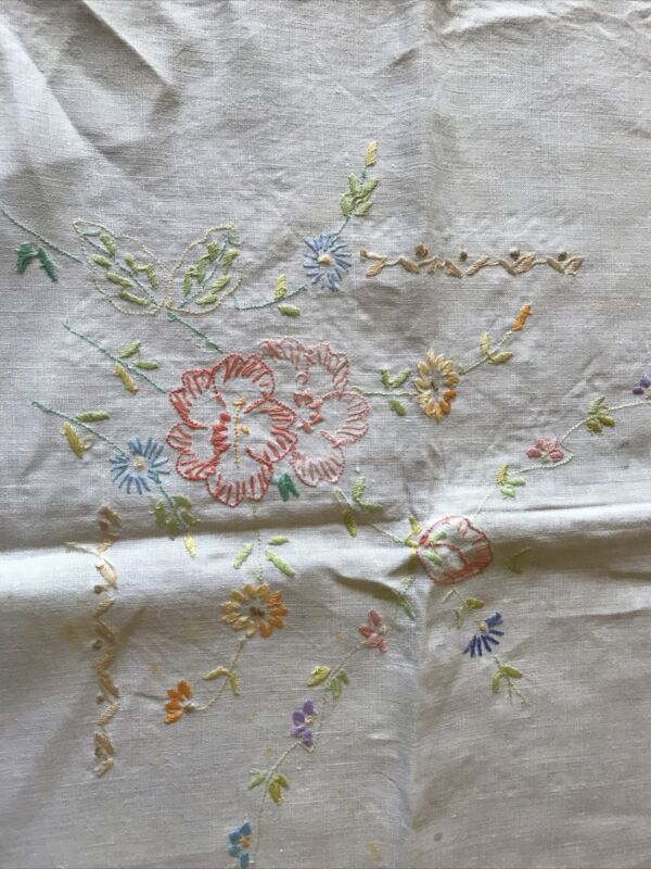 """VINTAGE LINEN EMBROIDERED FLORAL TABLECLOTH 33"""" SQUARE"""