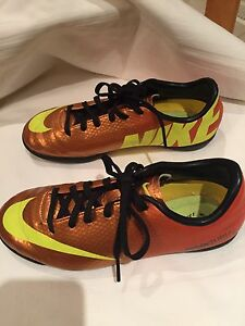 NIKE Soccer Mercurial Shoes;  size youth 2.5