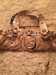 Beige and gold guess purse