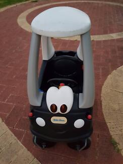 Kids little tikes peddle car