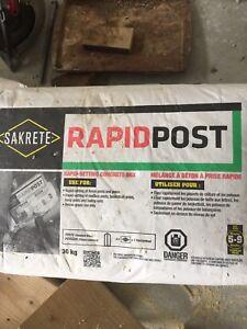 Rapid post quick setting concrete bag 30kg . 8 bags