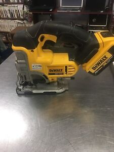 Jigsaw dewalt model dcs331 , 2 batteries et chargeur