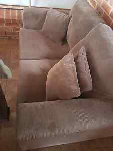 Matching 2 and 4 seater lounge with chaise Appin Wollondilly Area Preview