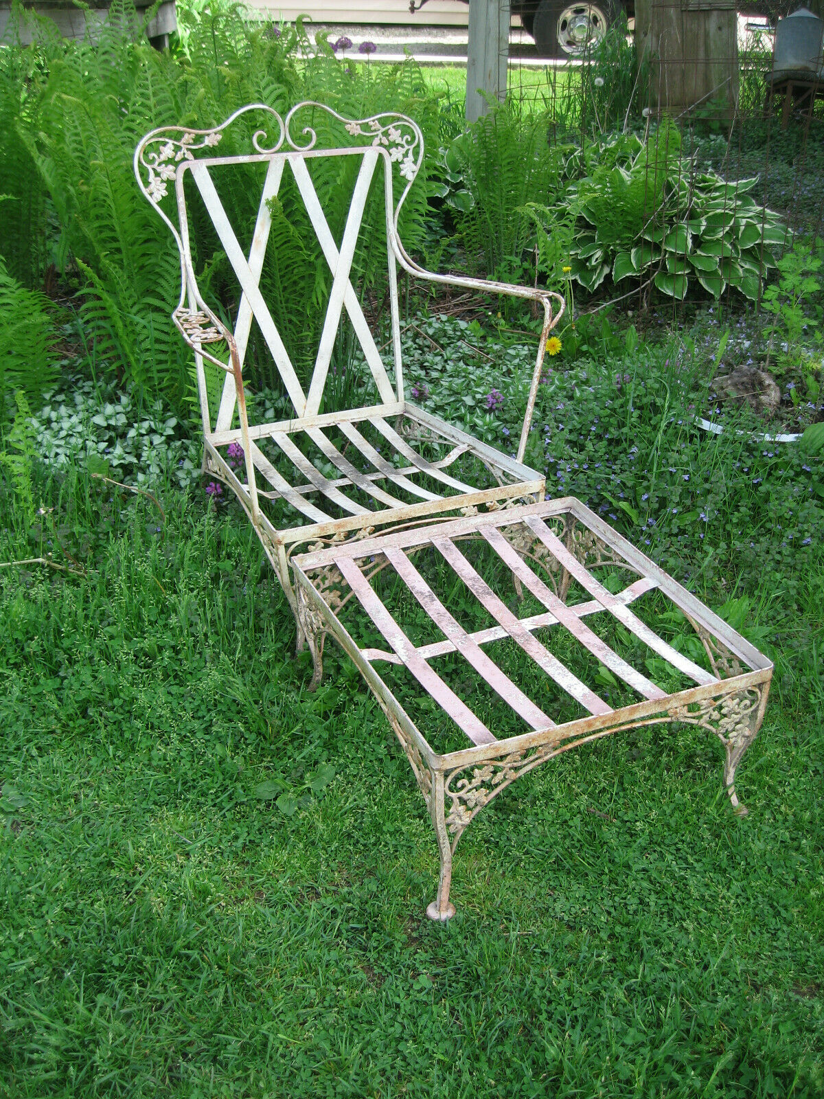 Garden Furniture - Vintage Woodard Orleans Club Chair with Matching Ottoman Garden Patio Furniture