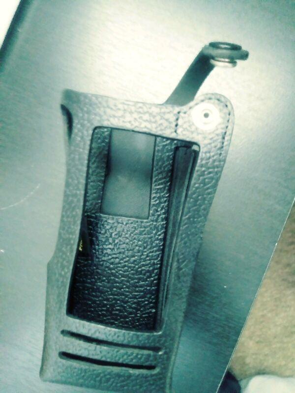 New Motorola  OEM PMLN5020C Hard Leather Case w/ 3 in swivel belt loop FREE SHIP