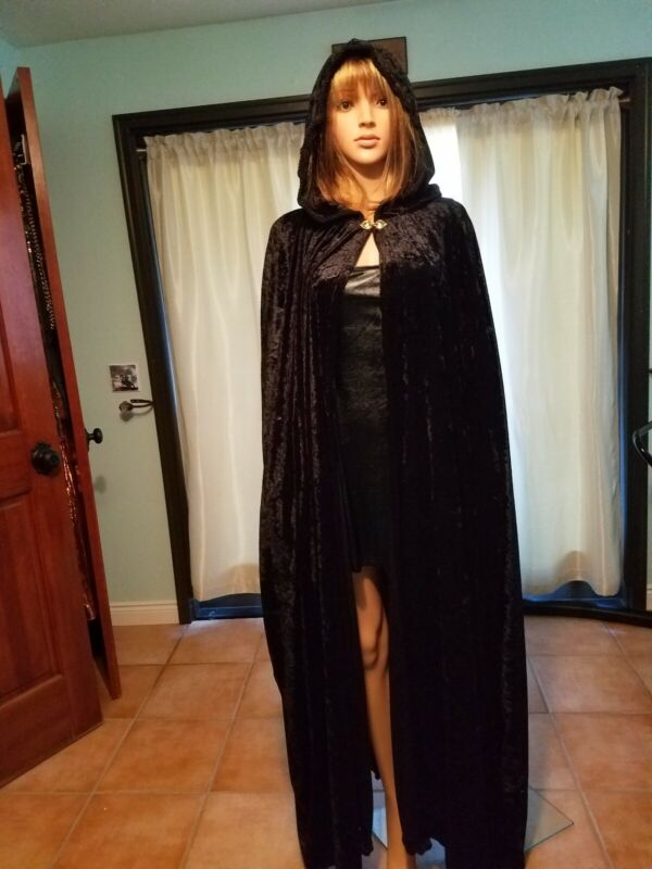 long black velour cape, worn once. One size. Great for Halloween, cosplay, Faire