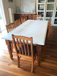 8 seater Country Style Table And Chairs Set