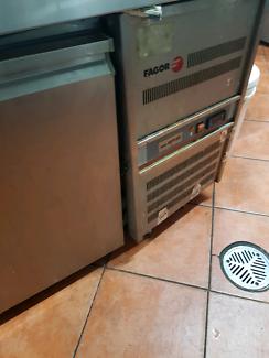 bench fridge fagor 3 door.