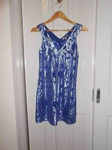 VALLEY GIRL SILK AND METAL DRESS SIZE S/8 Truganina Melton Area Preview