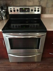 Frigidaire Smoothtop Convection Stove