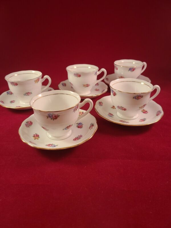 COLCLOUGH BONE CHINA 5 FOOTED CUP & SAUCERS SET MADE IN ENGLAND WITH GOLD TRIM