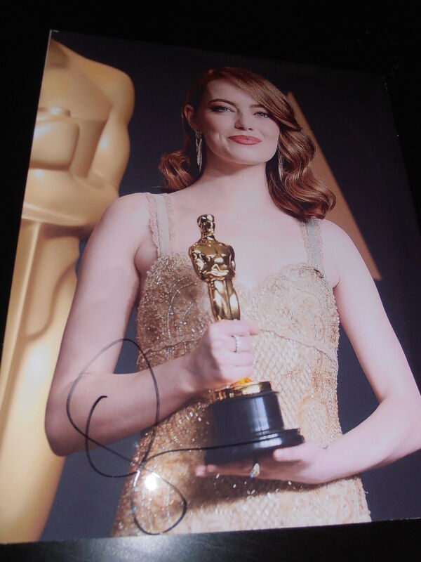 EMMA STONE SIGNED AUTOGRAPH 8x10 PHOTO OSCAR TROPHY IN PERSON LA LA LAND COA X1