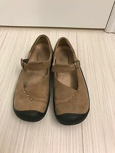 Keen Mary Jane Shoes size 9