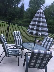 Patio Set with 4 Chairs, Umbrella, Table and Cushions