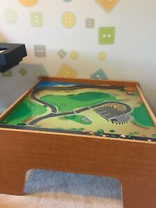 Train table with tracks and accessories