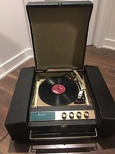 Stereophonic VIKING Portable record player