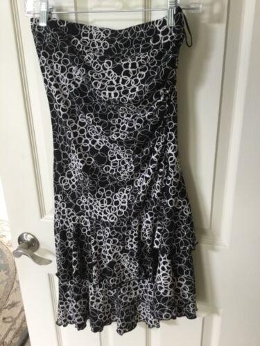 Wrapper Women Size Medium Ruffled Flowing White Black Geometric Skirt
