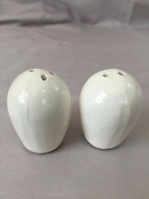 White Round Oval Salt Pepper Shaker Set Modern  ()