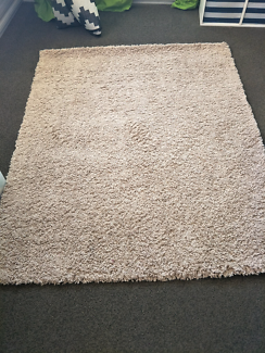 Shaggy cream rug