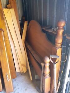 Nice wooden Queen size bed Parafield Gardens Salisbury Area Preview