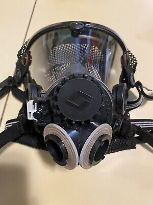 Scott Safety Av2000 Full Face Respirator With Twin Quarter Adapter And Filters.