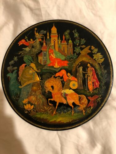 Palekh 1978 USSR Lacquer Plate No.12421 Signed by A. Vinogradova