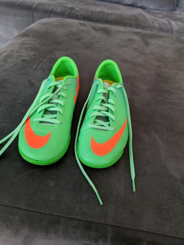 Nike Fußballhallenturnschuhe Gr.35 in Nordrhein-Westfalen - Recklinghausen