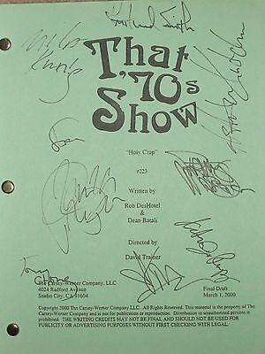 That 70's Show Cast Signed TV Script Ashton Kutcher Mila Kunis Topher Grace rpnt