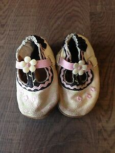 Robeez baby shoes soft soles Size 6-12months
