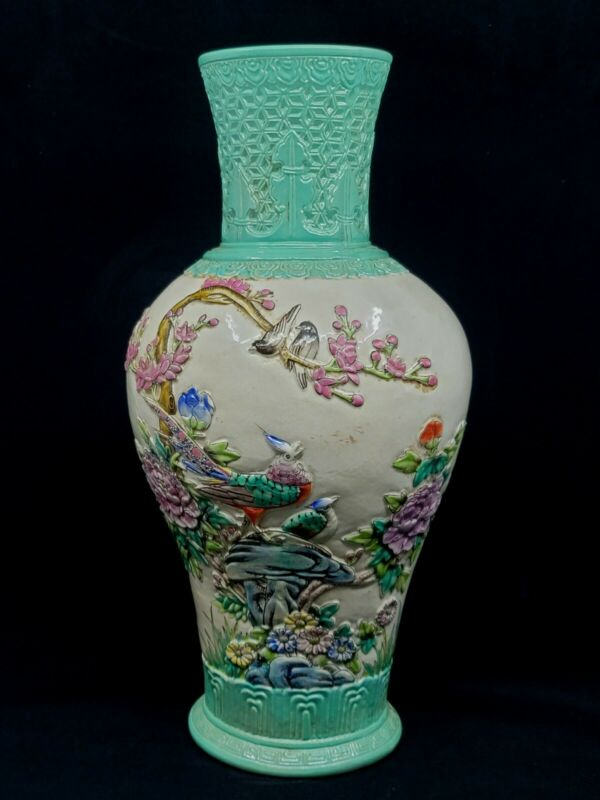 Fine Chinese Cracked Glaze Carved Porcelain Green Base Vase