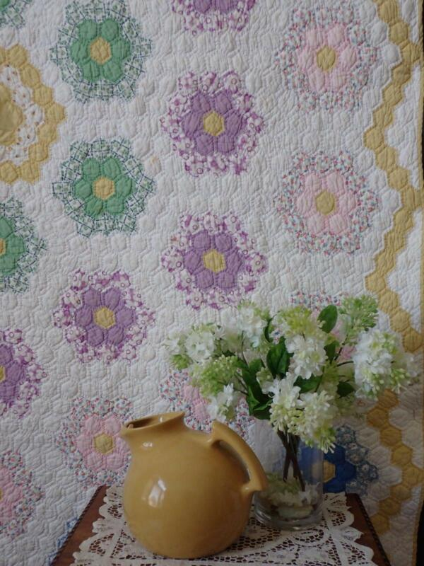Vintage 30s Cottage Home Yellow & White Flower Garden QUILT