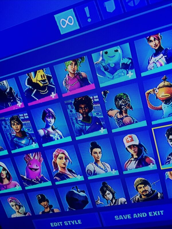 Stacked  fortnite account 200+ skins!!!!! 300 Wins.