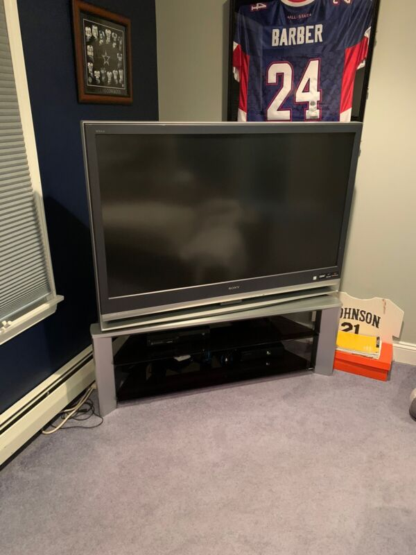 Sony 50 Inch Tv Rear Projector With Stand. In Good Condition Comes With Remote