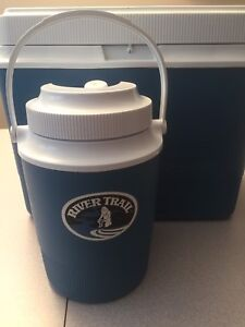 Rubbermaid cooler and beverage container