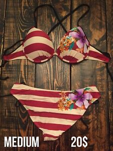 Bikini ligné avec fleurs (Medium)