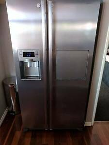 Samsung 580l fridge side by side doors Halls Head Mandurah Area Preview