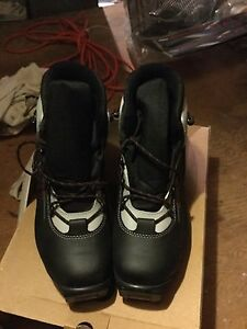 Cross country boots, kids size 5.5 snow monster ( two pairs)