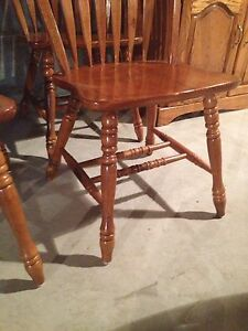 Set of 4 oak chairs kitchen table chairs Stratford Kitchener Area image 3