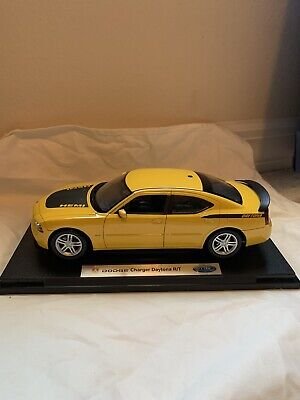 Welly 1/18 Scale 2006 Top Banana Yellow Dodge Charger Daytona R/T Diecast Model