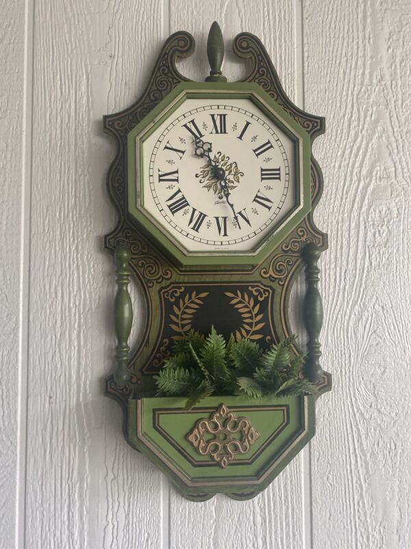 Vintage Spartus Distressed Green Wall Clock~mid Century Fern Grt Condition Usa