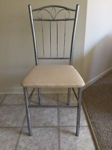 Metal chair in excellent condition !!