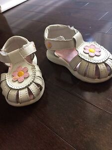 Teeny Toes Infant Sandals - Size 4