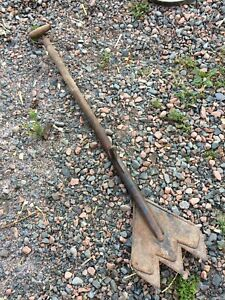 Antique shingle removal tool