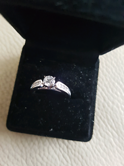 Engagement ring retail valuation 3825