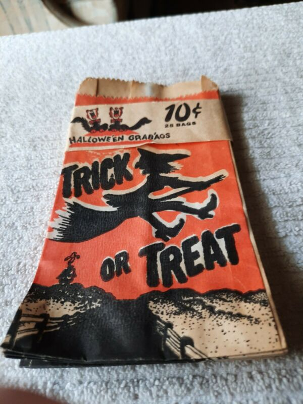1940s HALLOWEEN TREAT BAGS 14 paper treat bags FABULOUS GRAPHICS new old stock