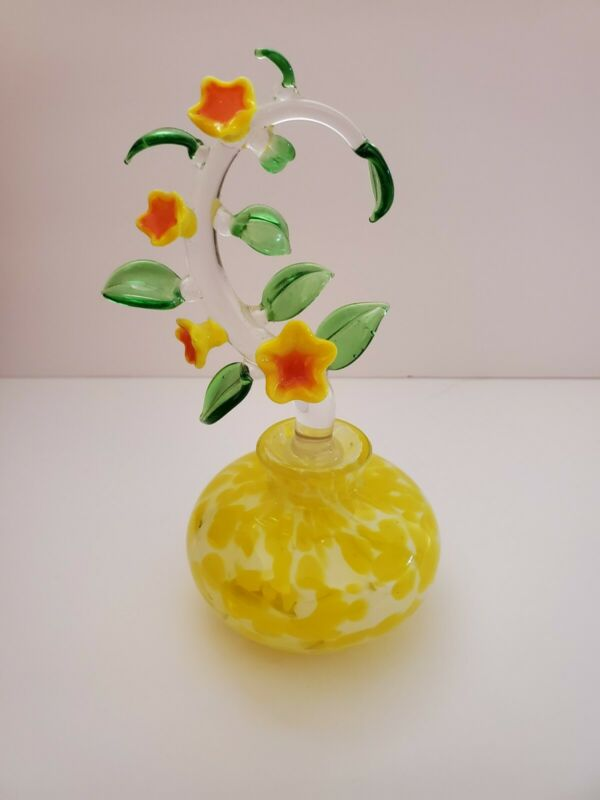 VINTAGE HAND BLOWN YELLOW ART GLASS PERFUME BOTTLE WITH LILY STOPPER