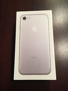 Brand new iphone 7 32g with Rogers 750$ FIRM