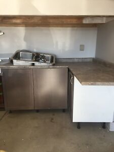Beautiful FREE COUNTERTOP AND CABINETS